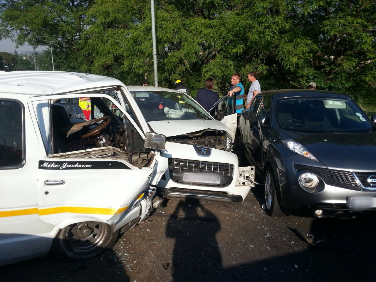Woman killed and 12 injured in taxi accident (6)