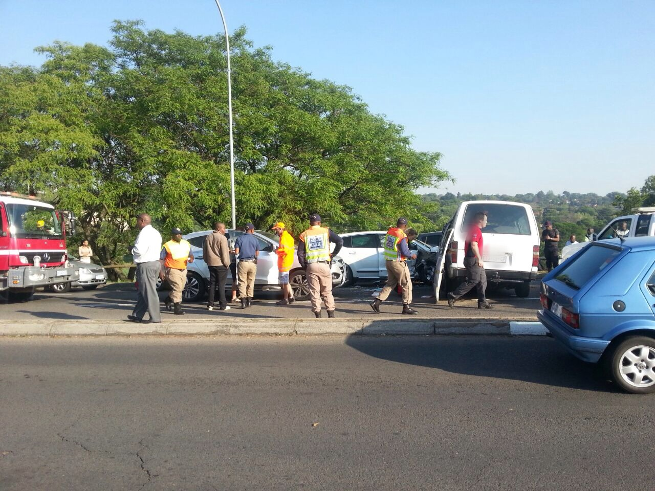 Woman killed and 12 injured in taxi accident (7)