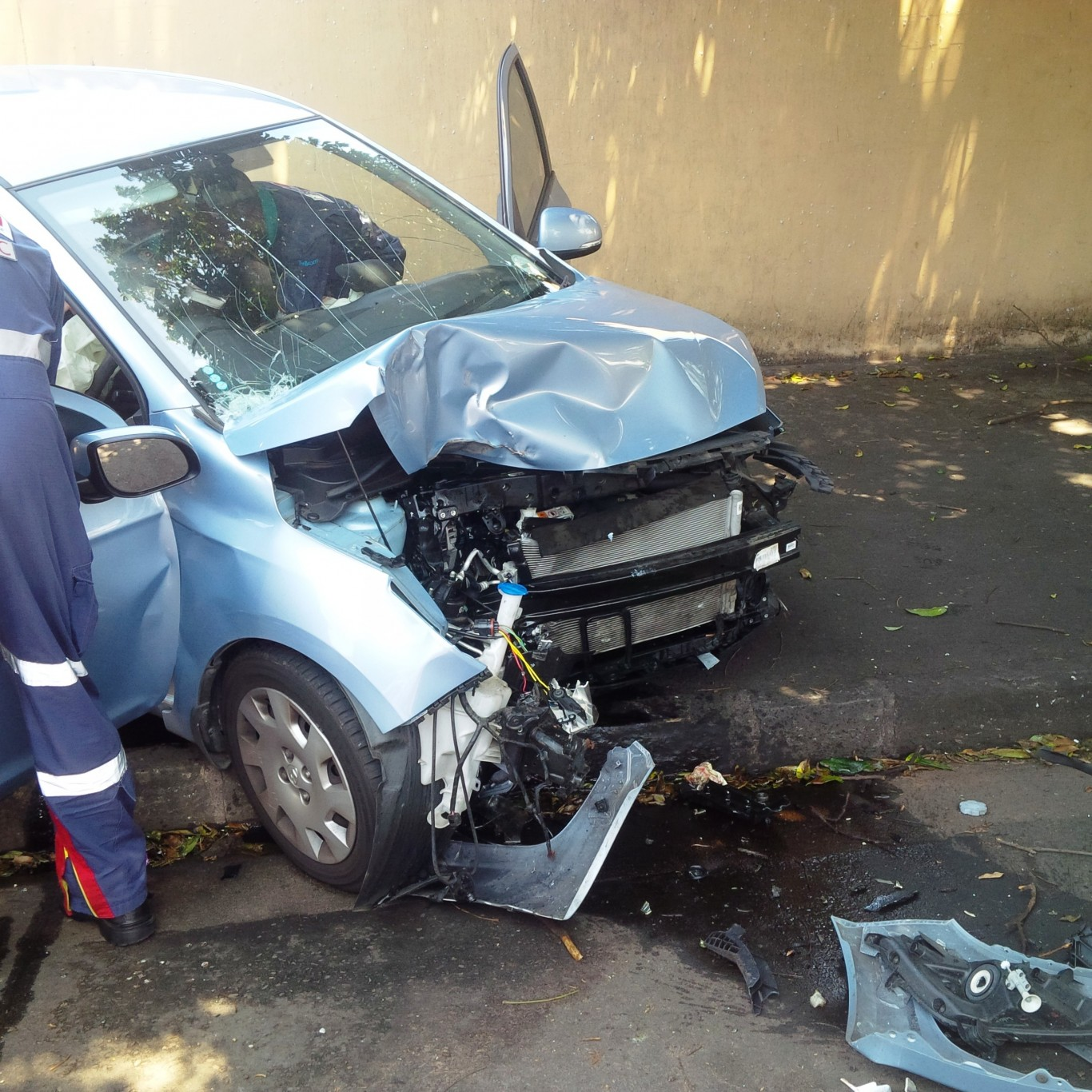 Vehicle collides with tree leaving driver injured