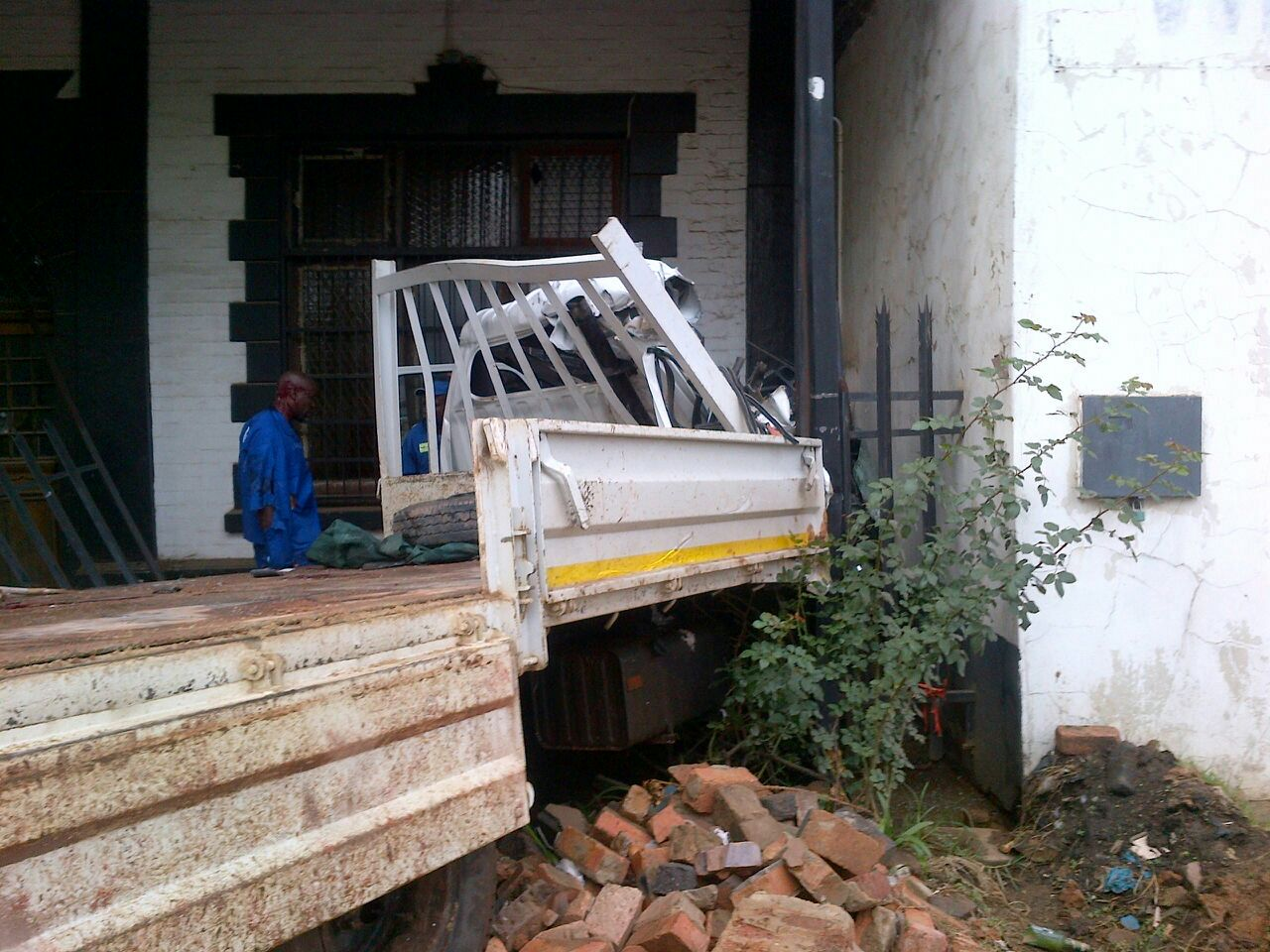 Rear-end collision on Main Reef Road in Boksburg leaves 8 injured
