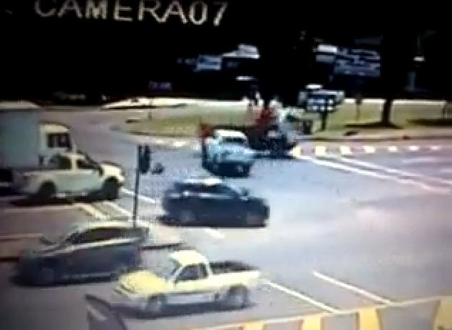 CCTV Camera captures horrific crash at intersection where traffic light are out