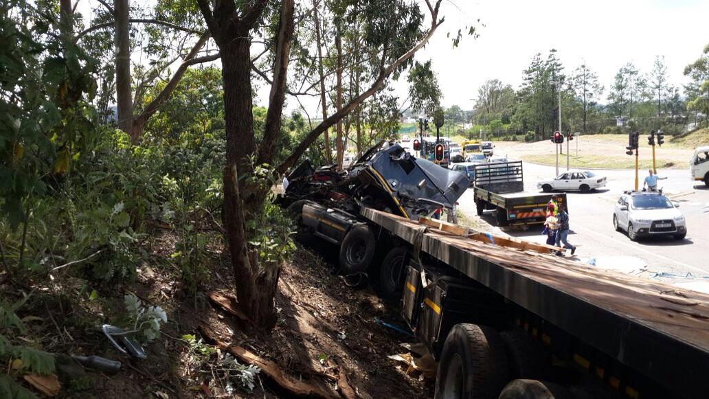 Three injured when truck collided2