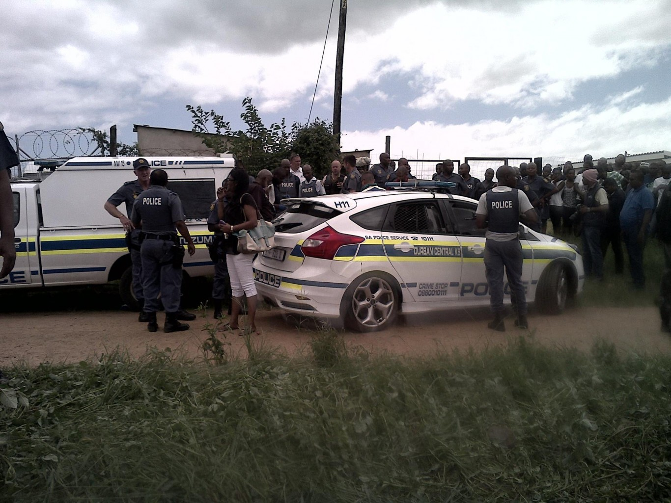 Manhunt for hijackers injuring officers and police dog during shootout