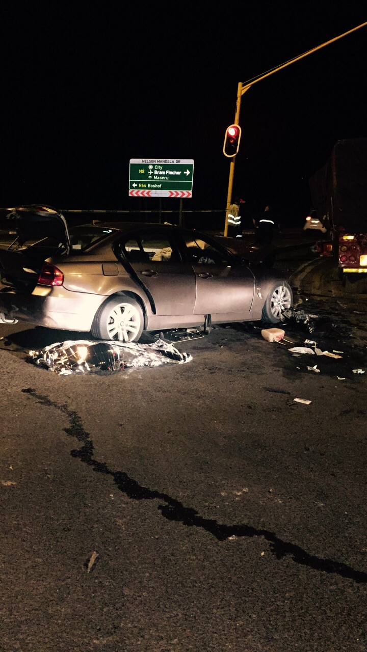 Photos from horror late night crash in Bloemfontein