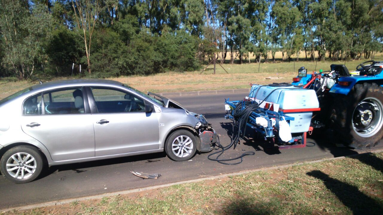 Man injured in tractor collision on Nelson Mandela Drive in Bloemfontein
