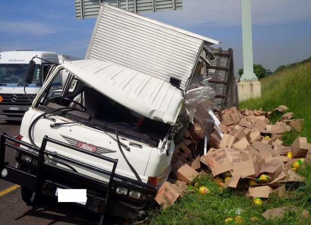Truck collides with 2 cars Durban