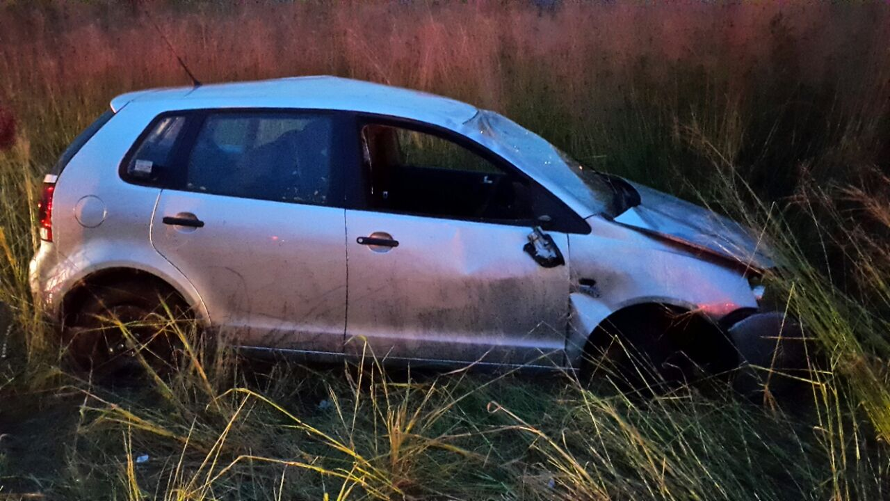 Vehicle rolls injuring four near the Bethal turnoff in Middelburg