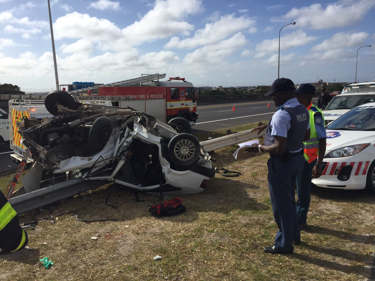 Man entrapped, sustains serious injuries on the M5 Rondebosch