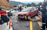 R 40 head on leaves one dead six injured