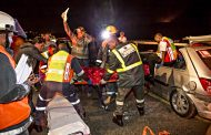 Head-on collision along the R102 on the Illovo river bridge leaves 2 injured