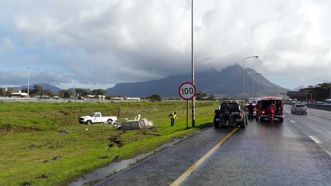 Three injured in truck collision, Western Cape