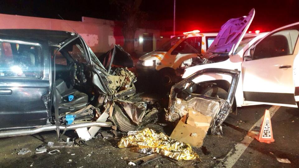 Several injured in Head-on collision between two bakkies in Emmerentia