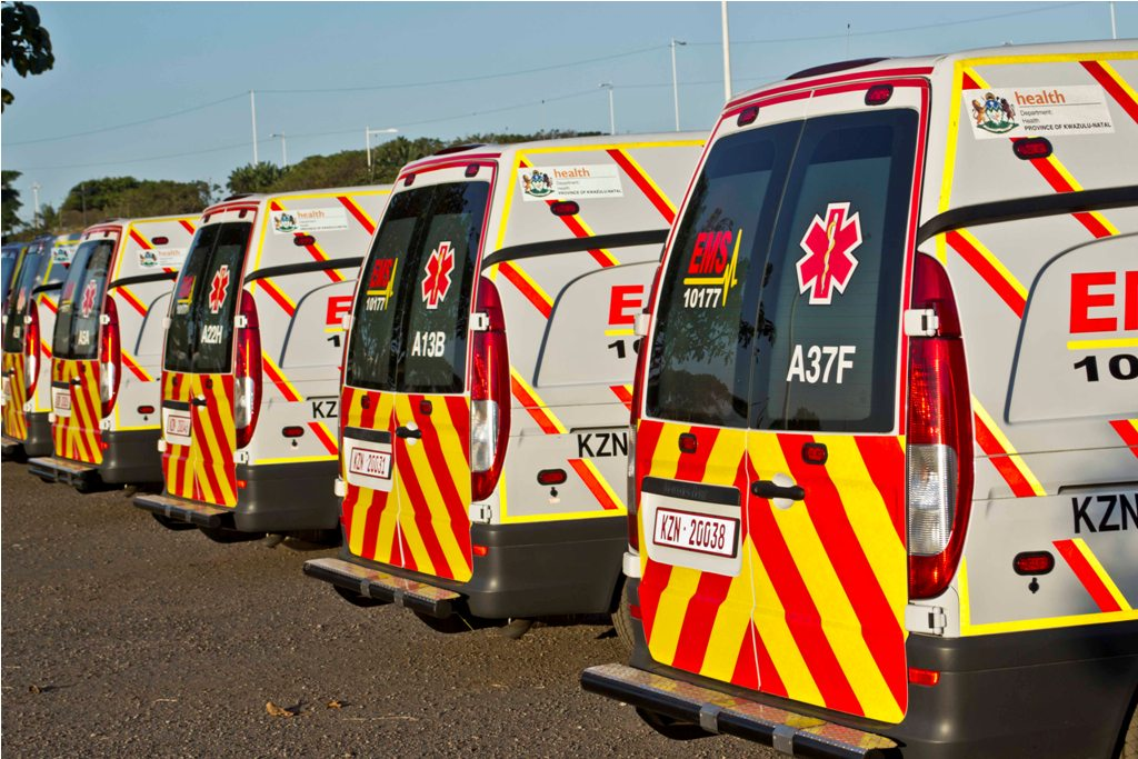 KZN EMS paramedcis attend to multiple crashes