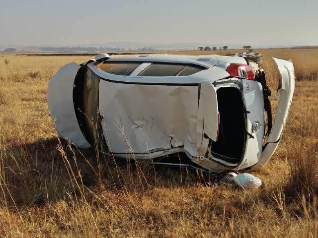 One person killed and two injured in crash in northern KZN