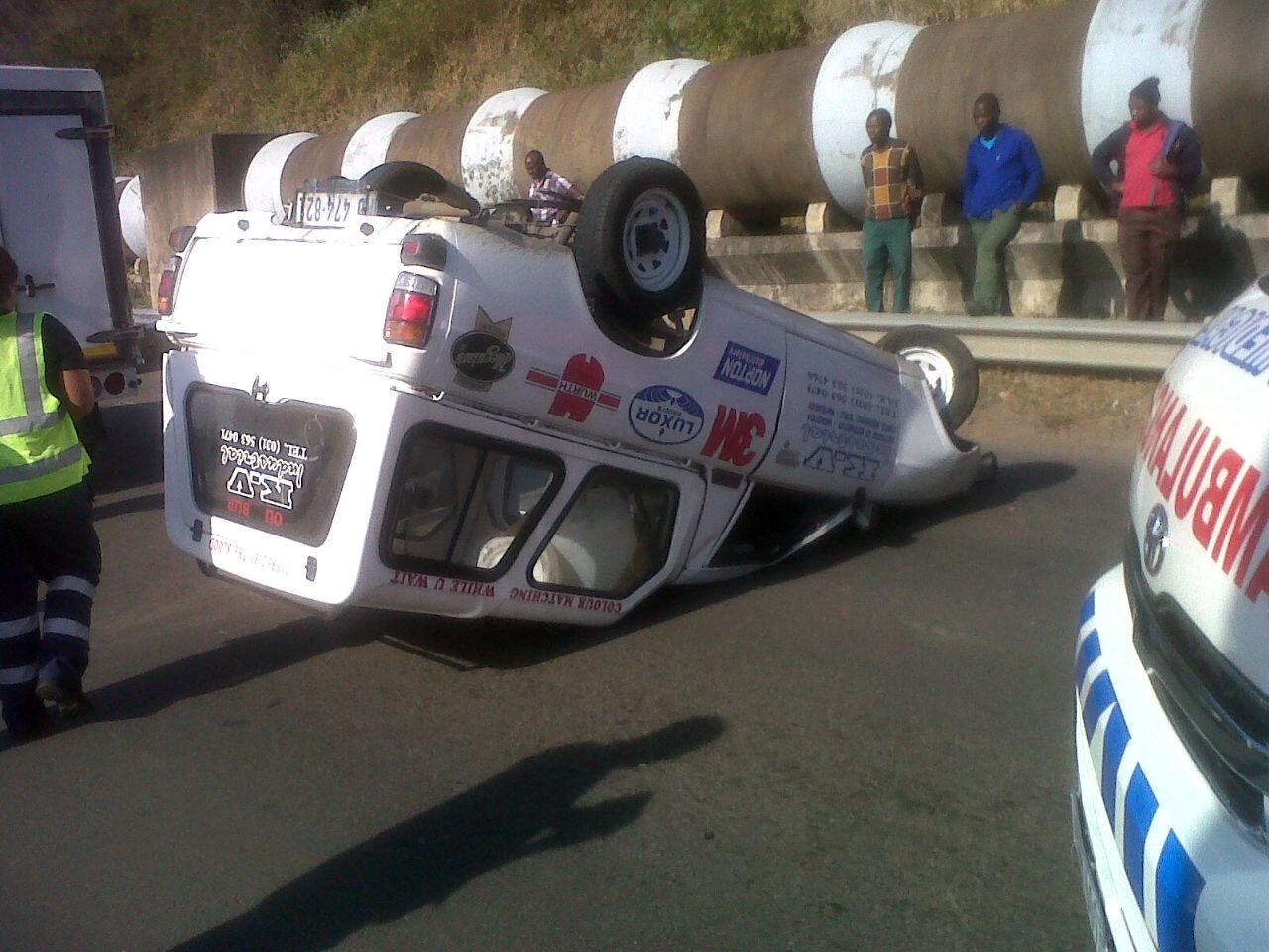 Umhlangane Road crash accident leaves one injured
