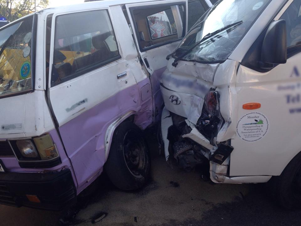 Drivers sustain minor injuries in collision at intersection in Parktown
