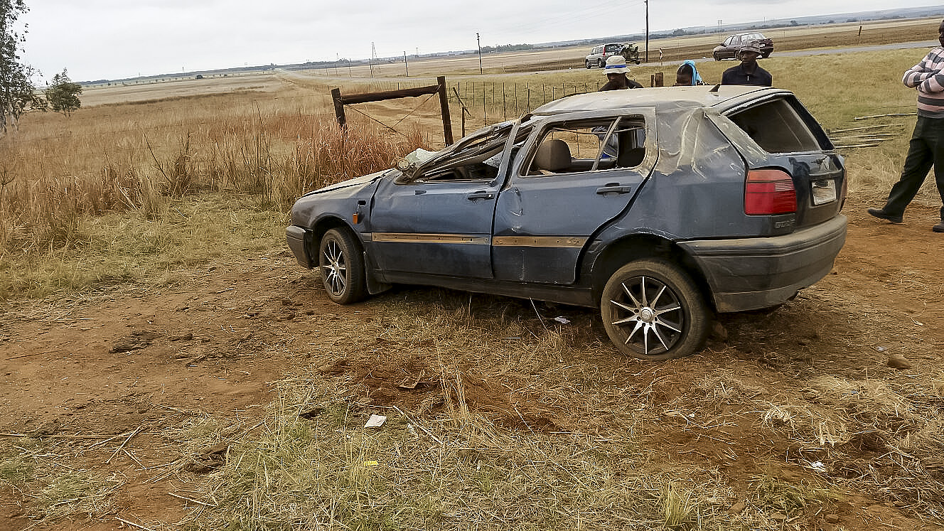 Driver injured in vehicle rollover on the R515 in Cullinan