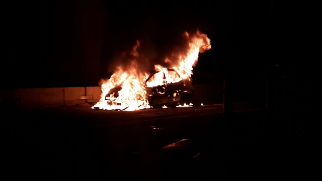 Fire destroys car on M4 in Umhlanga Rocks