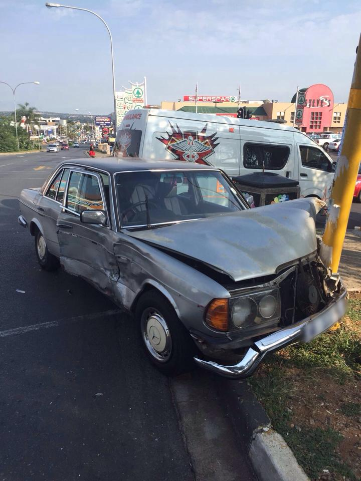 Collision at intersection in Cresta after bakkie allegedly skips traffic light