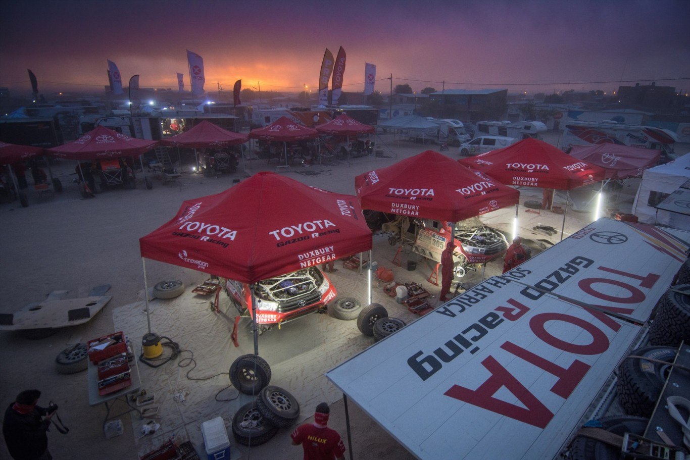 Service crews busy as race crews enjoy a rest day in Dakar 2016