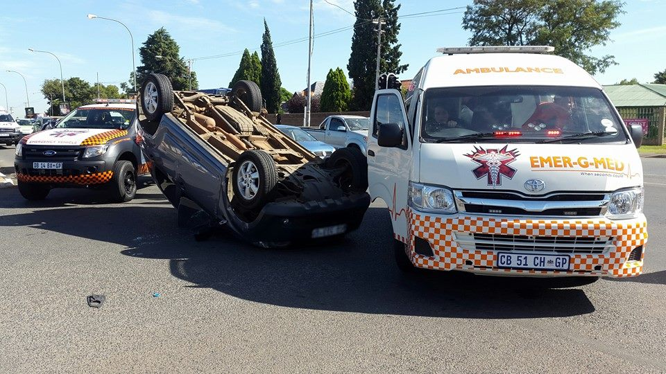 One injured after driver allegedly skipped red traffic light in Northcliff