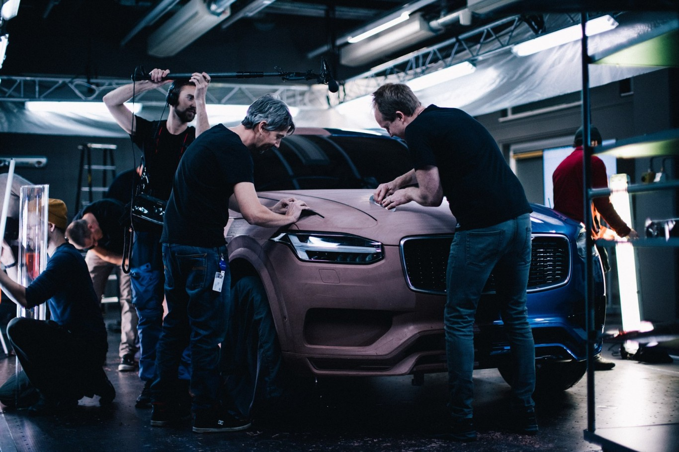 173014_volvo_cars_honours_diverse_workforce_in_new_xc60_campaign_behind_the_1800x1800