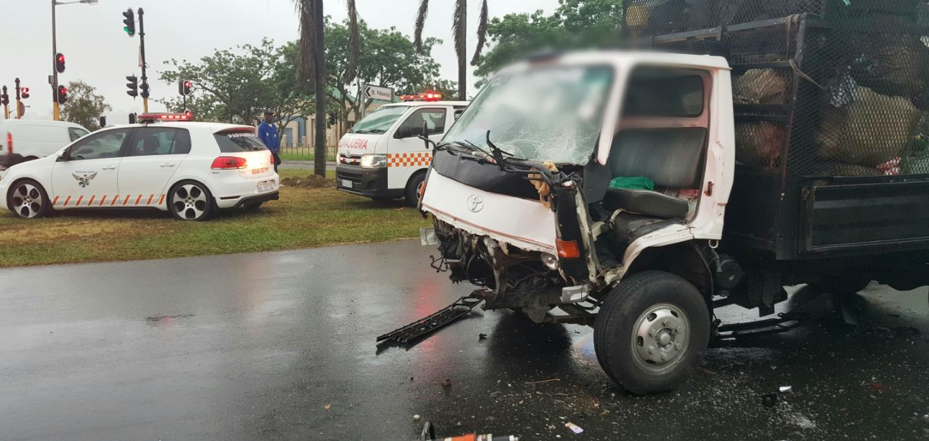 2 Entrapped in Truck crash on Locksley Drive, Sherwood in Durban