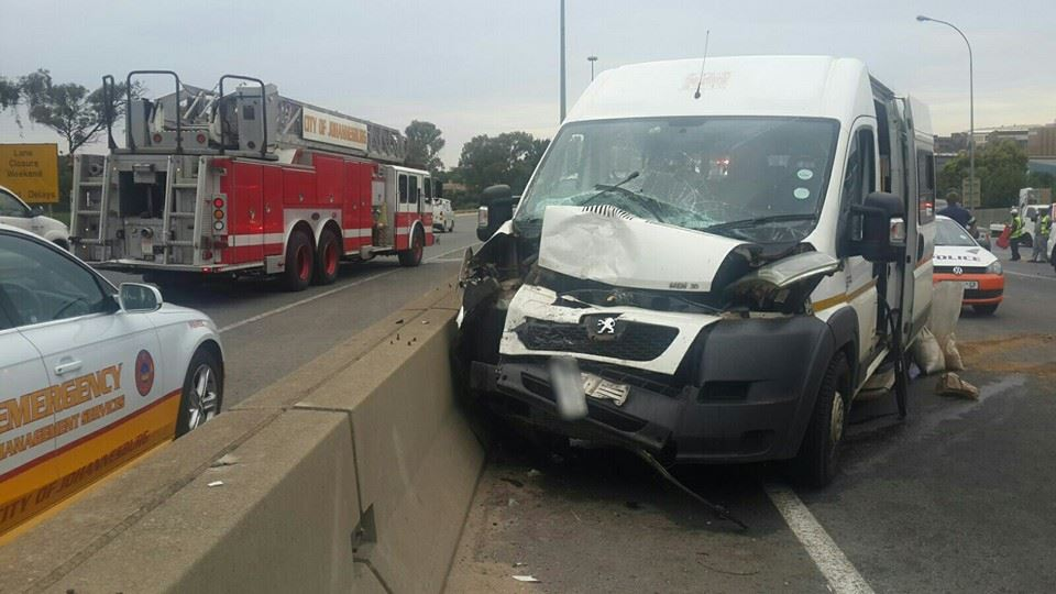 11 Injured in taxi crash on M1 South at Grayston Drive offramp, Wynberg