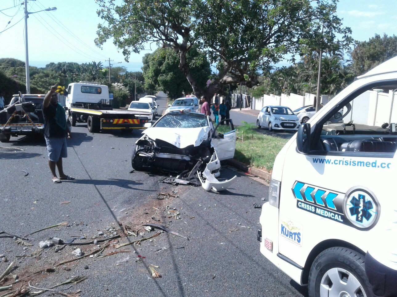 Three hurt in Durban North crash into street lamp at high speed