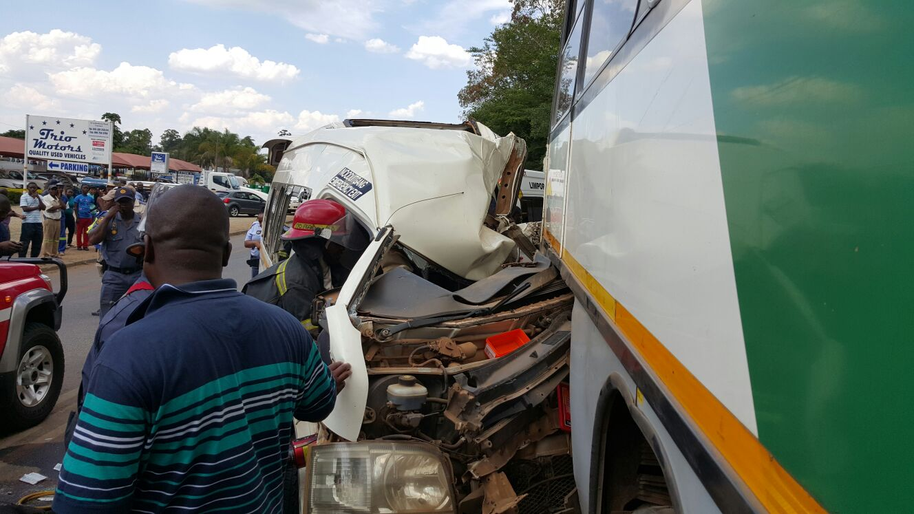 Taxi rear-ends bus injuring 16, Tzaneen