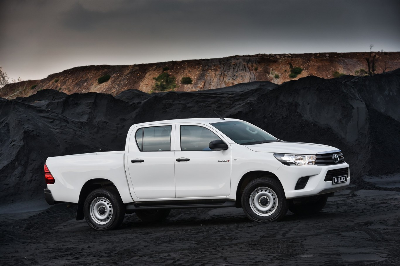 Toyota introduces the new 2.4 litre GD6 powered Toyota Hilux