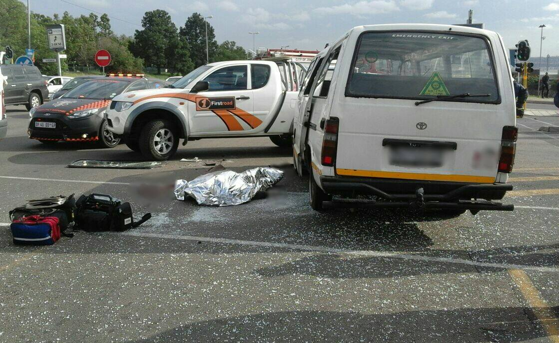 One killed as taxi allegedly skips traffic light in crash in Woodmead, Johannesburg