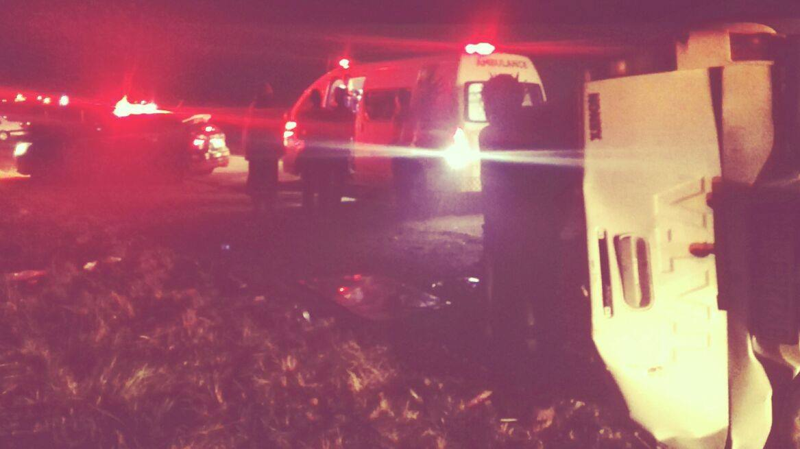 Two injured in rollover on the R25 in Bapsfontein