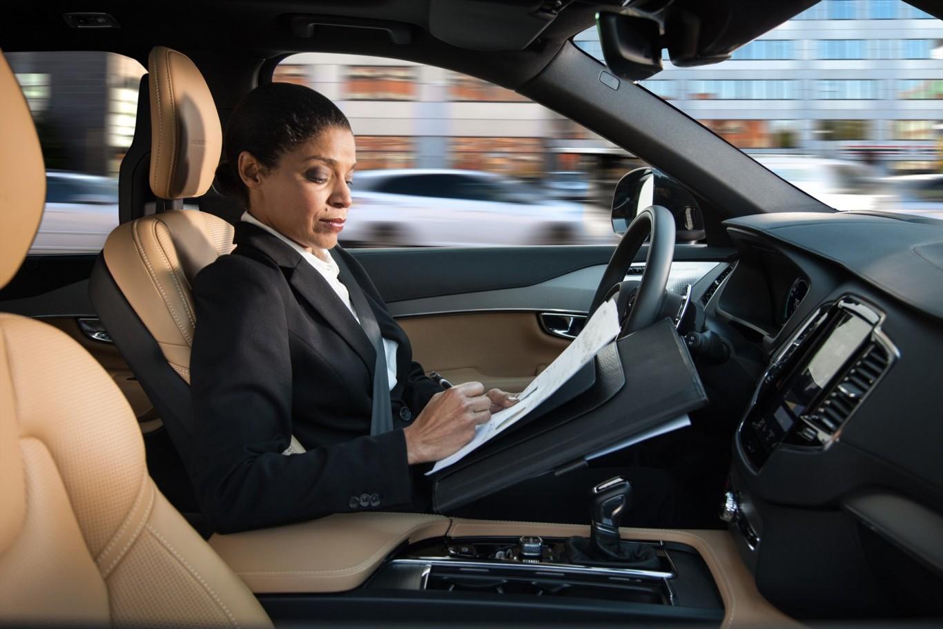 167747_autonomous_driving_1800x1800