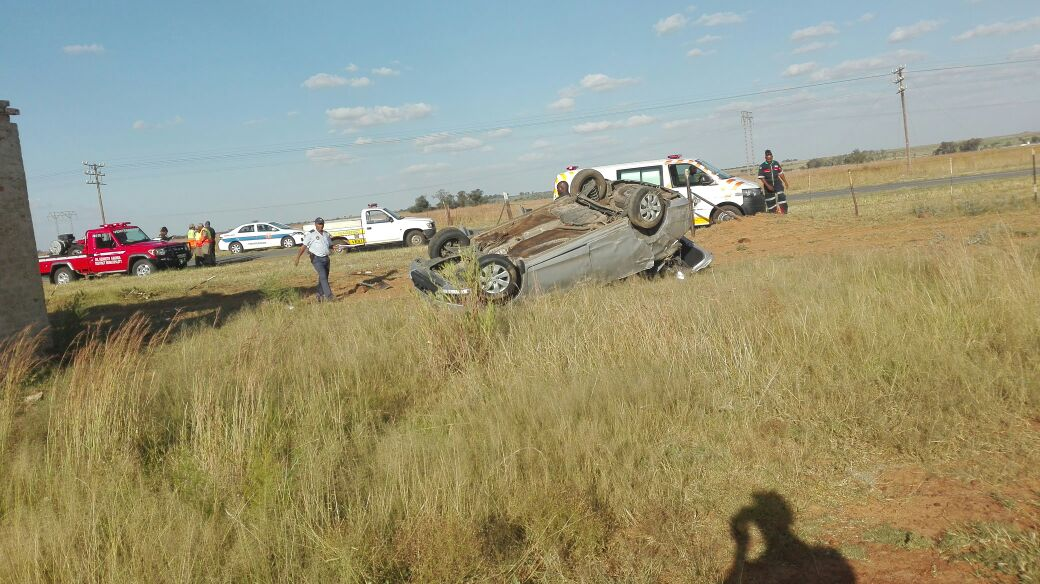 One killed, 5 injured in rollover on the R30 between Ventersdorp and Klerksdorp