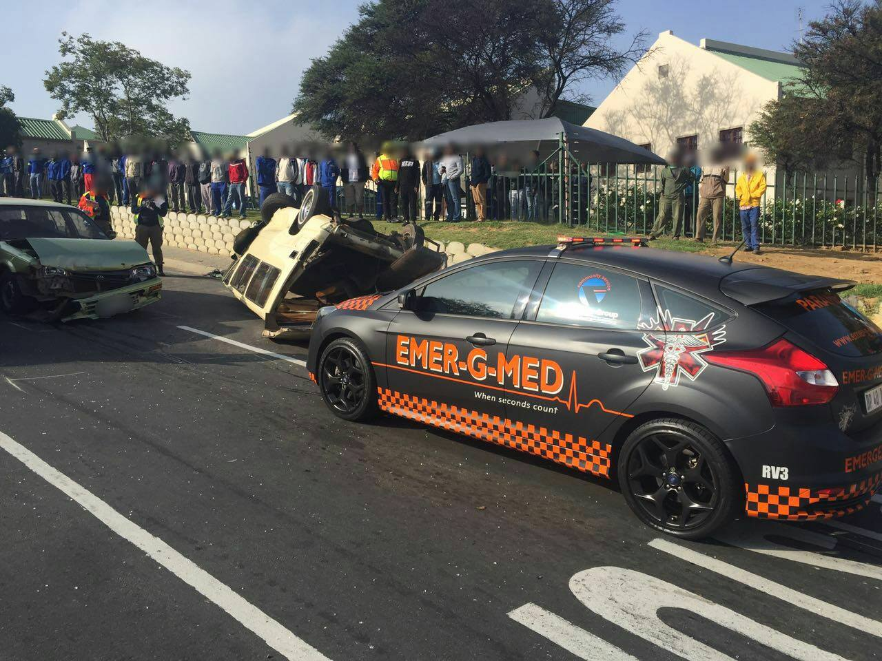12 Injured in taxi rollover on the corners of Richards and Suttie, in Midrand