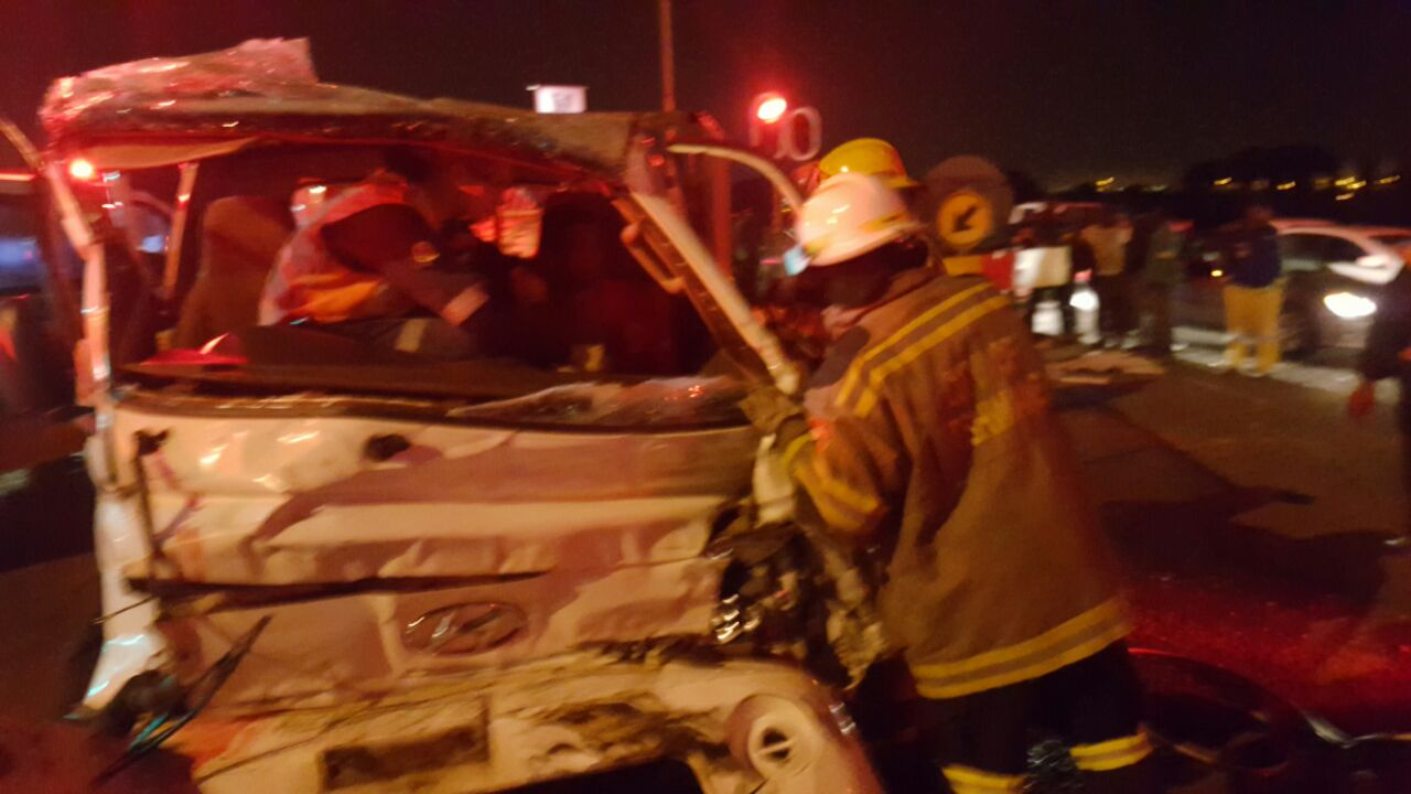 Three injured after two pick-up trucks collided with each other