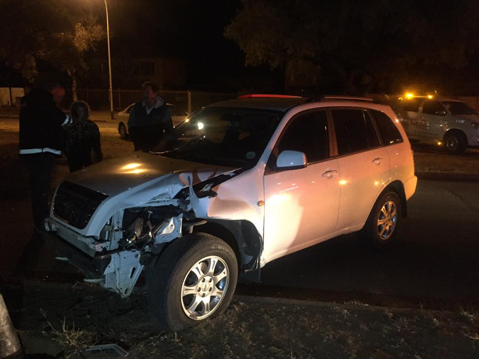Driver escapes without injury after colliding with lamp post in Bloemfontein