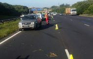 Two injured as two bakkies collide, Chatsworth
