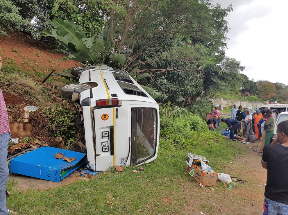14 injured after taxi rolls on Cato Manor Road in Durban