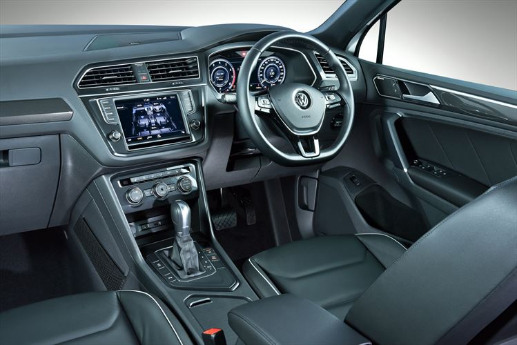 new-tiguan-interior_002_880x500