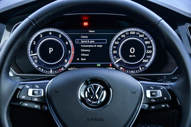 new-tiguan-interior_003_880x500