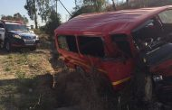 14 Injured as taxi crashes into tree on Old Pretoria Main Road, Midrand.