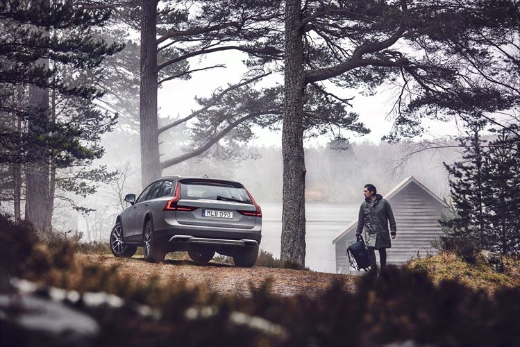 Volvo Cars reveals adventurous side with new V90 Cross Country