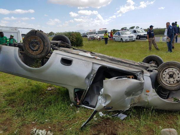 Three injured after bakkie rolled in Macassar