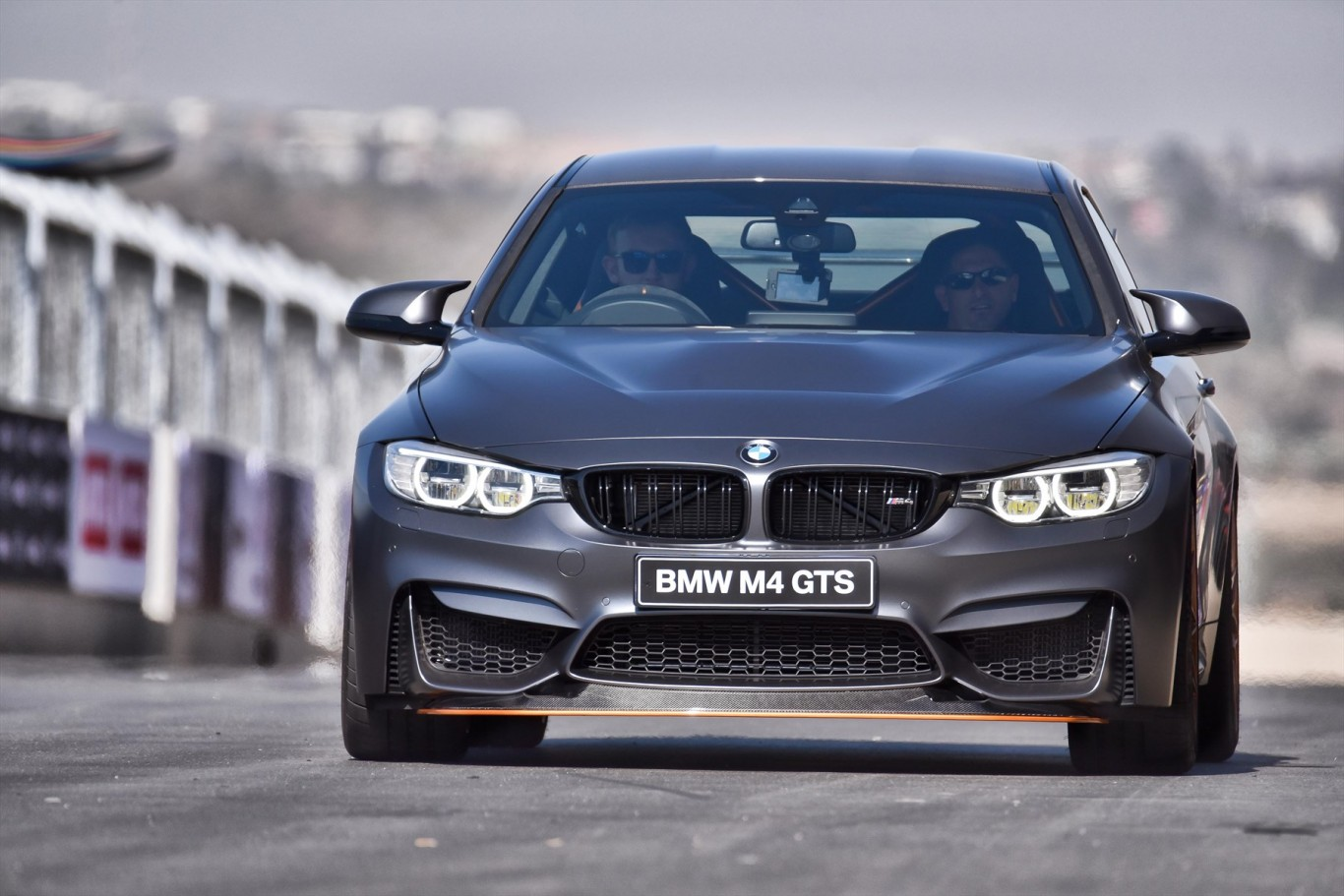 p90231457_highres_the-bmw-m4-gts-makes_1800x1800