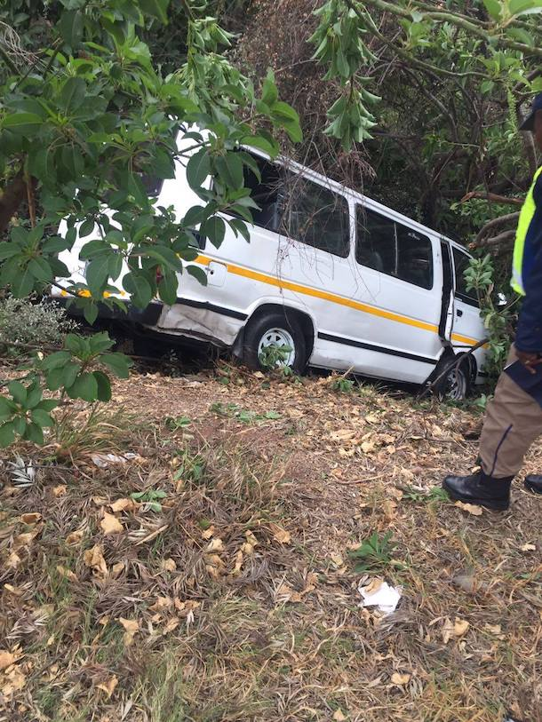 Taxi collides with tree, 1 injured, Parktown