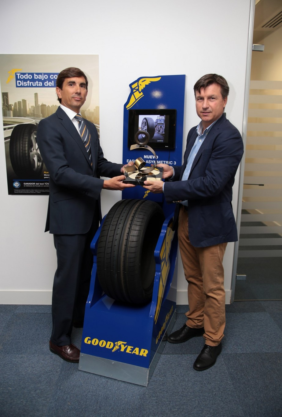 "Goodyear's Eagle F1 Asymmetric 3 chosen as Spain's ""Tyre of the Year 2016"""