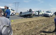 1 killed and 4 injured after car swerved and rolled to avoid oncoming vehicle