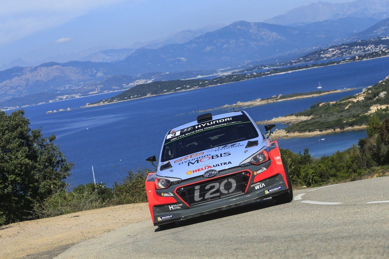 Hyundai on podium again at Tour de Corse, Neuville stays with the team